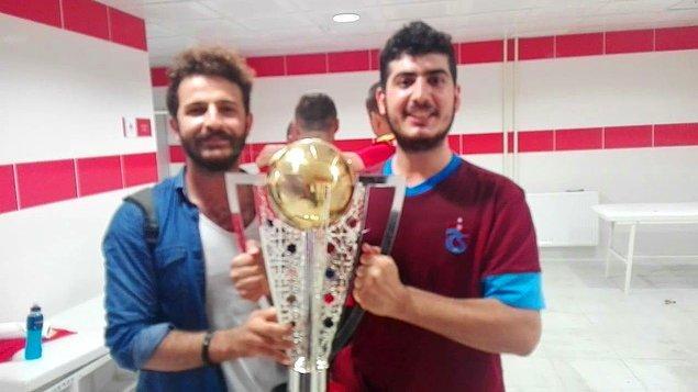 Interrail Türkiye grubunda tanışan iki arkadaş da Interrail planı yaparken korna seslerini duyup şampiyonluğu kutlamaya gitmek ister ve olaylar gelişir.