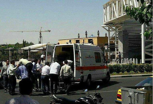 Sabah saatlerinde İran'ın yarı resmi haber ajansları Fars ve Mehr, İran Parlamentosu'nda silah sesleri duyulduğunu açıkladı.