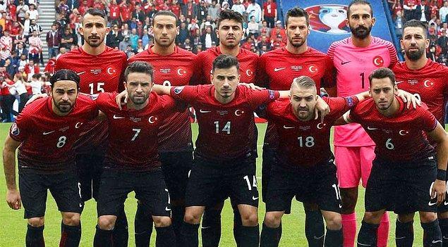 Primler ortaya çıkınca milli takımın ve federasyonun başarısızlığı unutuldu. EURO 2016'daki başarısızlığın faturası doğrudan oyunculara kesildi.