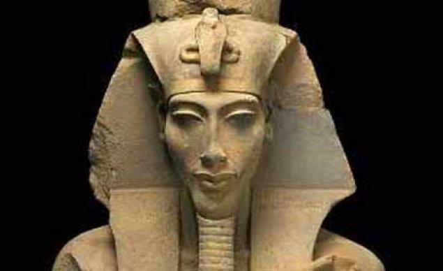 4. Getirdiği dini yeniliklerden dolayı 'Büyük Kafir' diye de anılmıştır.