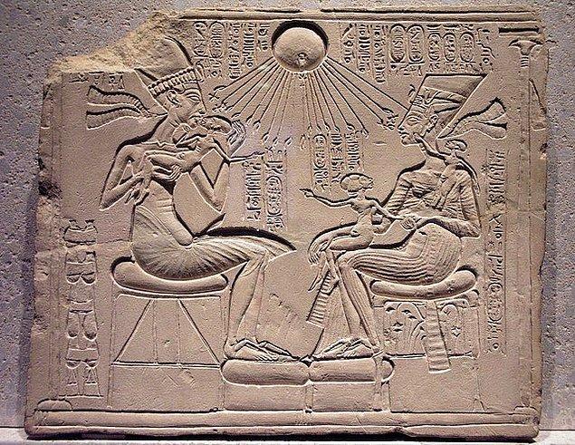 3. III. Amenhotep ve Kraliçe Tiye'nin oğlu Akhenaton, hükümdarlık döneminin başlarında IV. Amenhotep olarak bilinirdi.