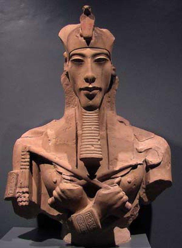 16. Yapılan araştırmalar sonucunda, Akhenaton'un Marfan Sendromu adı verilen bir hastalıktan muzdarip olduğu iddia edildi.