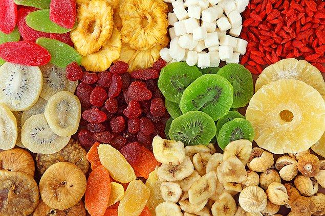9. Gün boyu kan şekerinizi dengelemek için kuru meyveyi tercih edin.