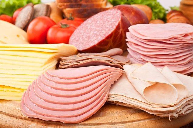 11. İçerdiği yapay maddelerden dolayı salam, sucuk, füme et gibi malzemeleri tüketmeyin.