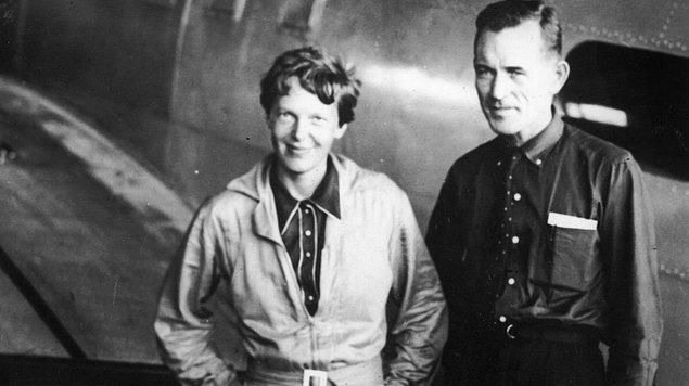 Üyelerin bir diğer dikkat çektiği konu ise Earhart'ın 2-6 Temmuz tarihleri arasında Batı Pasifik'ten bir yerden 100'e yakın imdat çağrısında bulunduğuydu.