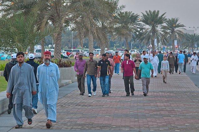 4. Katar nüfusu 2,3 milyon civarında.
