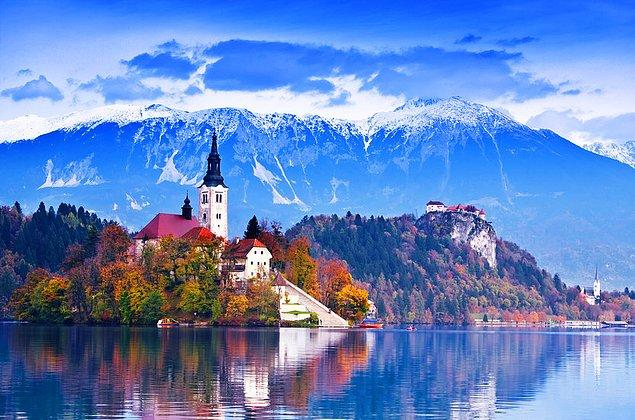 Bled bölgesine yönelik Slav yerleşiminin ilk dalgası 7. yüzyılda, sonraki ise 9. ve 10. yüzyıllarda gerçekleşmiştir.