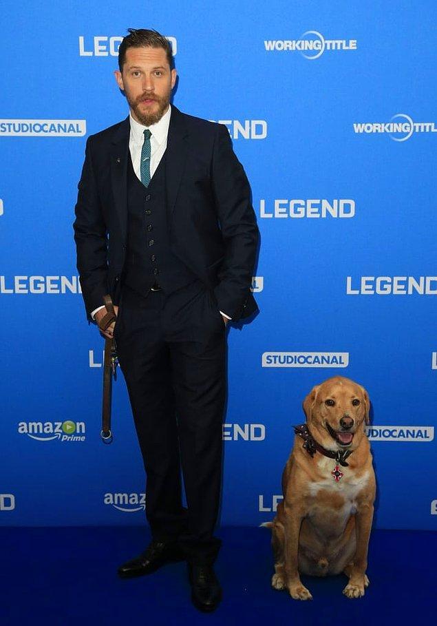 Özellikle bir köpek onun kalbini çaldı. Adı da Woody. Kendisini Tom Hardy ile beraber setlerde ve galalarda bolca görür olmuştuk.