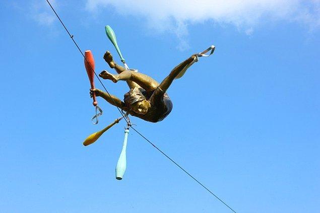 """5. """"Balancing Sculpture"""" Dubai"""