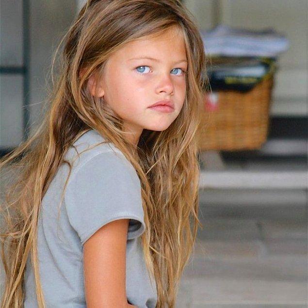 Bu küçük kızın fotoğrafları, 2000'li yılların ortalarından beri internette dolaşıyor.