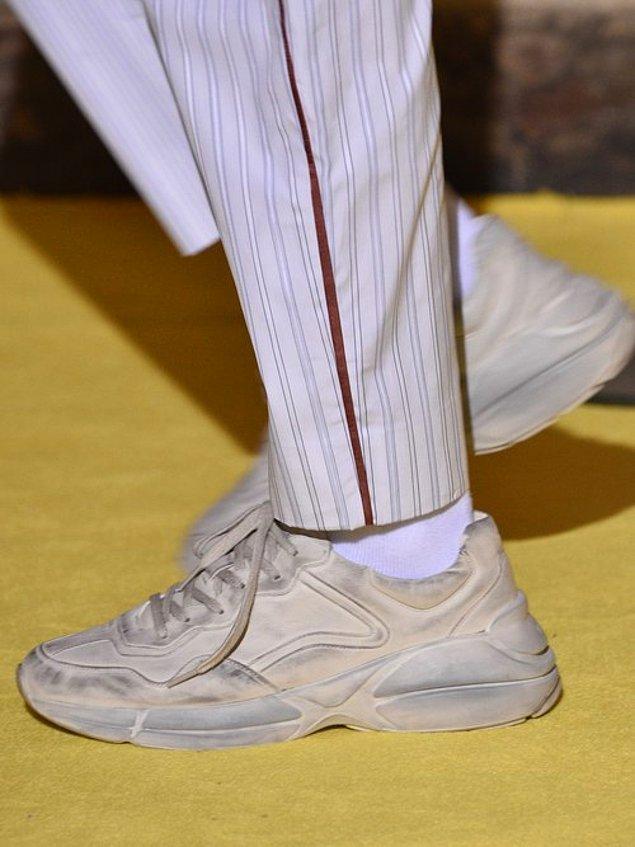 Temiz ve kusursuz ayakkabılardan sıkılanlar bu trendi benimsemeye başladı bile.