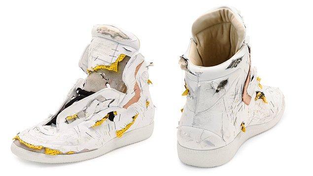 Peki neden insanlar bu kötü görünümlü ayakkabılara para harcamayı tercih ediyor?