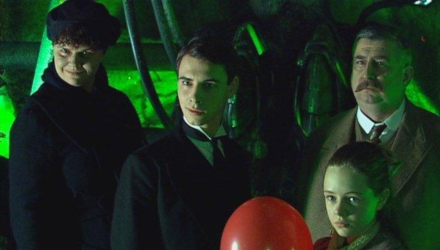 10. The Family of Blood, 3x9 (IMDB Puanı: 9.2)