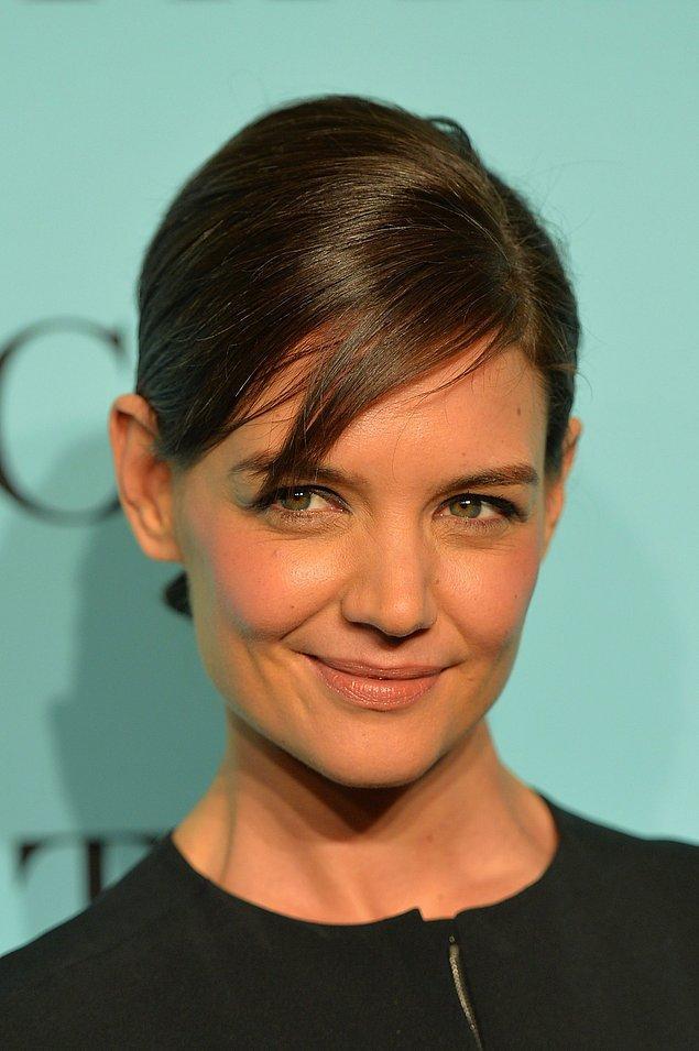 3. Katie Holmes ise yumuşak bir cildin sırrını çözmüş bile: Salyangozlar!