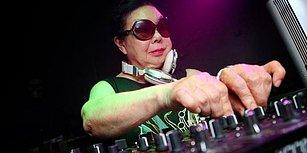 Gündüzleri Restoran Mutfağında Çalışıp, Geceleri DJ'lik Yapan 82 Yaşındaki Kadın!