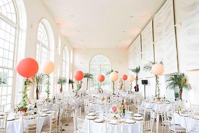 Balonlar elbette düğünlerde görmeye alışkın olduğumuz aksesuarlar, ancak günümüzde trend olan versiyonu çok daha farklı.