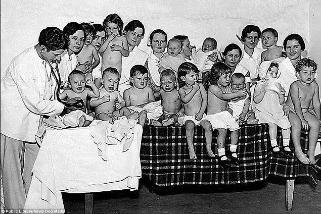 """8. """"Daha İyi Bebek"""" yarışmasında en mükemmel insan soyunu bulmak için yarıştırılan bebekler, Washinton DC 1931."""