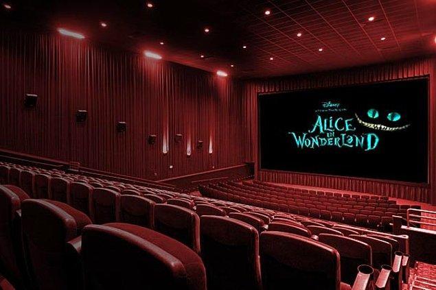 10. Erken saatte ya da daha ucuz olan seanslara gidebilir ya da daha küçük, bağımsız sinemalarda film keyfi yapabilirsiniz.