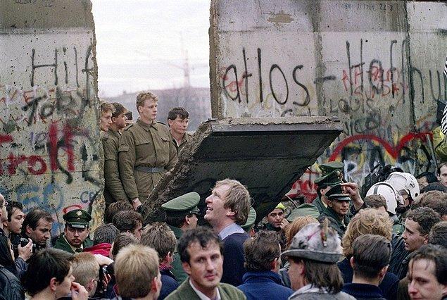 16. Berlin Duvarı'nın yıkılışı, Kasım 1989.