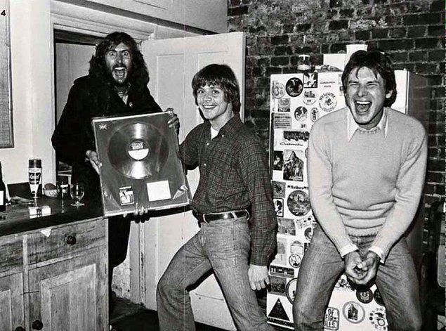 5. Star Wars yıldızları Mark Hamill ve Harrison Ford, komedyen ve şarkıcı Eric Idle'ın ev ziyareti sırasında, 1978.