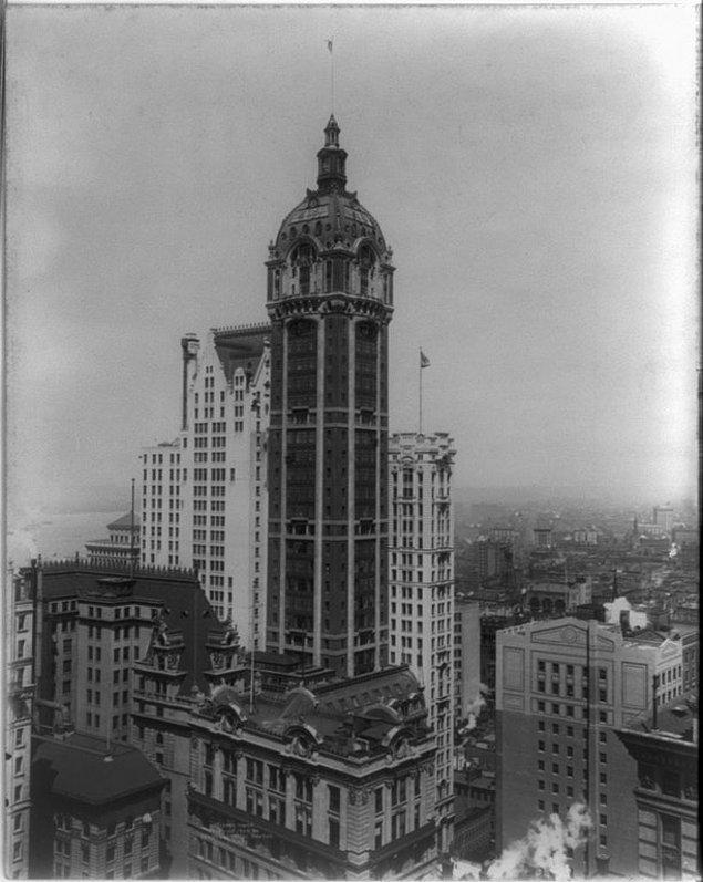 11. 1908 yılında inşa edildiğinde dünyanın en uzun binası unvanına sahip olan ve 1967'de yıkılan Singer Building, New York.