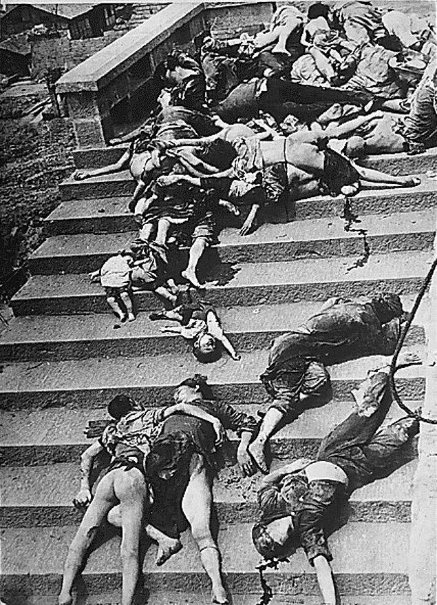 17. Japon hava saldırısı sırasında panik halinde sığınaklara geri dönmeye çalışırken ezilerek veya havasızlıktan hayatını kaybeden 4000 insandan birkaçı, Çin, 5 Haziran 1941.