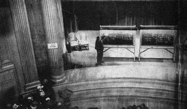 22. Albert Einstein'ın ünlü E = mc² denklemini ilk defa duyurduğu ve sağlamasını yaptığı toplantıdan bilinen tek fotoğraf, Pittsburgh, 1934.