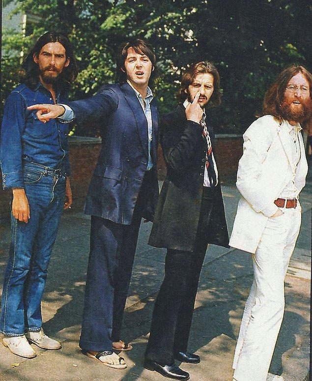 24. Abbey Road isimli albümleri için yaya geçidinden geçerken çekilen o ikonik fotoğraf öncesi Beatles üyeleri, 1969.
