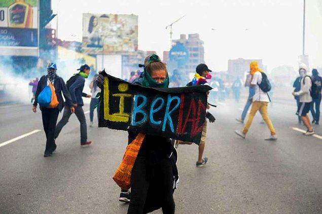Ekonomik krizin derinleştiği Venezuela'da, son iki aydan bu yana hükümete karşı neredeyse her gün gösteriler düzenleniyor.