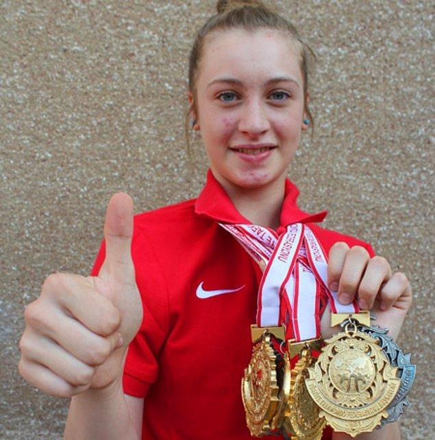 Milli sporcumuz, finalde yendiği Kudashova'ya geçen yıl Avrupa Şampiyonası'nda mağlup olmuştu. Bu galibiyet, Zeliha'ya altın madalyanın yanı sıra rövanşı da kazandırmış oldu.