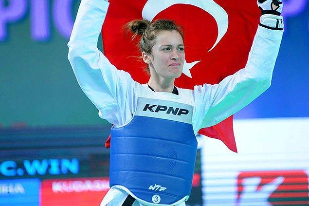 Böylece Zeliha, ilk kez mücadele ettiği Dünya Şampiyonası'nda altın madalya kazanarak dünya şampiyonu olmuş oldu.