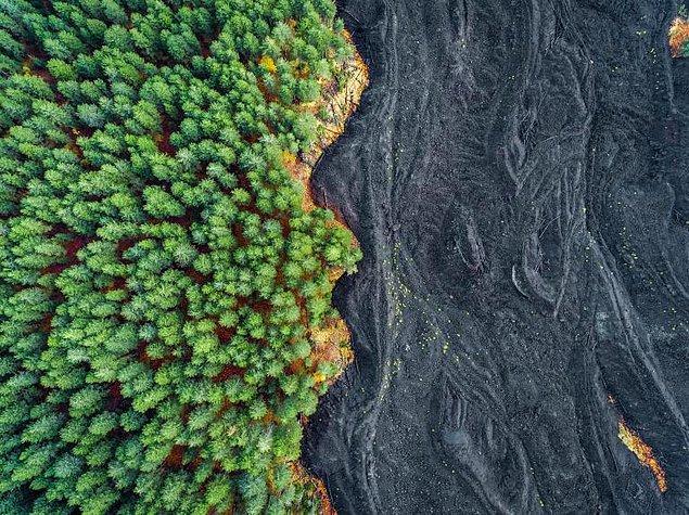 1. Etna Yanardağı'nın 2002 yılındaki patlamasından geriye kalanlar, Sicilya, İtalya.