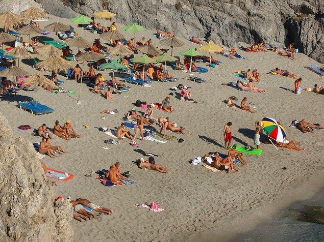 12. Bu arada Avrupalılardan sonra Yunanistan'ın çıplaklar kampını en çok ziyaret eden turistler de Türkiye'den.