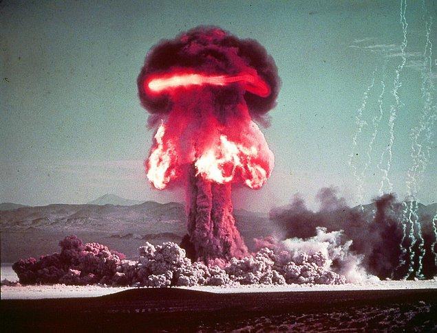 7. Grable'ın patlatılmasından sonra oluşan mantar bulut.