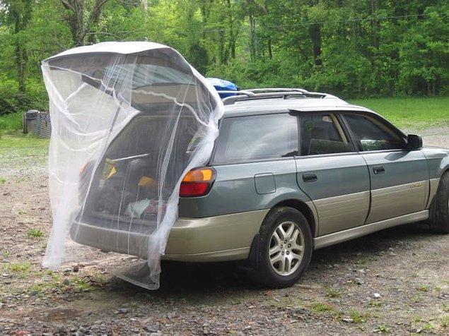 9. Açık bagaj kapısına sineklik geçirdiğiniz an rahatsınız.