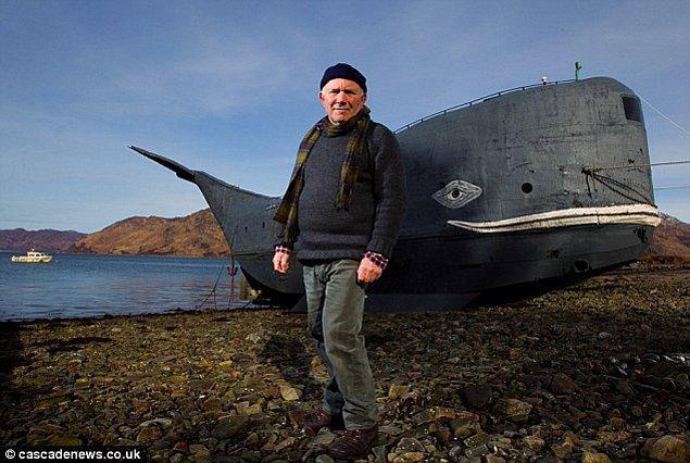 4. El yapımı balina görünümlü botuyla 3200 kilometrelik Atlantik Okyanusu'nu geçmek için tek başına yelken açan 73 yaşındaki Tom McClean.