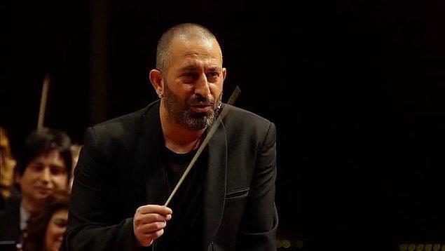 1. Borusan Filarmoni Orkestrası'nın şefliğini yapması.