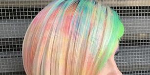 Renkli Saç Modasına Bir Yeni Teknik Daha Eklendi: Ebru Sanatından Esinlenilmiş Saçlar!