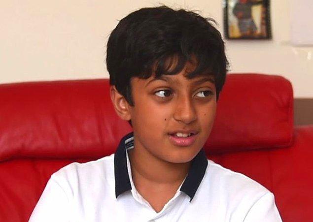 İlkokul sıralarında zekası ile ön plana çıkmış bir çocuk olmanın da ötesinde bir öğrenci aslında Arnav.