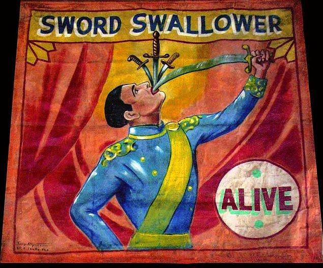 1868 yılında kılıç yutma gösterisi yapan bir kişi, doktorların mide organının içine bakmalarına yardımcı olmuş.