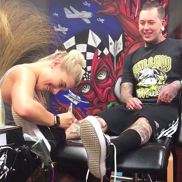 Vinny Capaldo-Smith ve Brooke Wodark ABD'de yaşayan bir çift, her ikisi de dövme sanatçısı olarak çalışıyor.