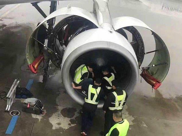 Boarding esnasında olaya tanıklık eden diğer yolcular güvenliklere haber verince acil durum ilan edilmiş tabii.