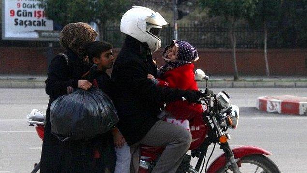 11. Motosikleti kasksız kullanmak, kimi zaman da minibüs arkası gibi dörtlemek.