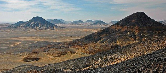 14. Kara Çöl (Black Desert), Mısır