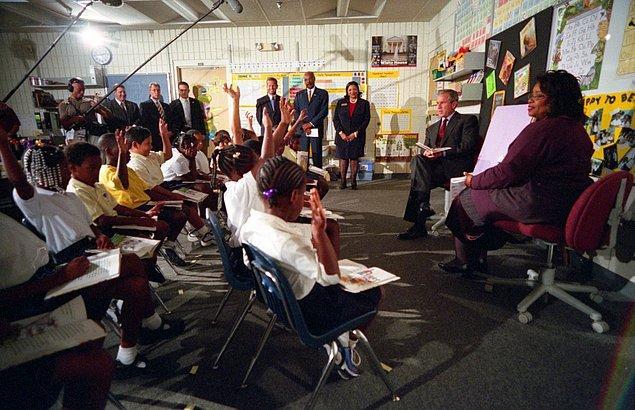 1. Başkan George Bush, 11 Eylül 2001 Salı sabahı Sarasota, Florida'daki Emma E. Booker İlkokulu'nda bir okuma gösterisine katılmıştı.