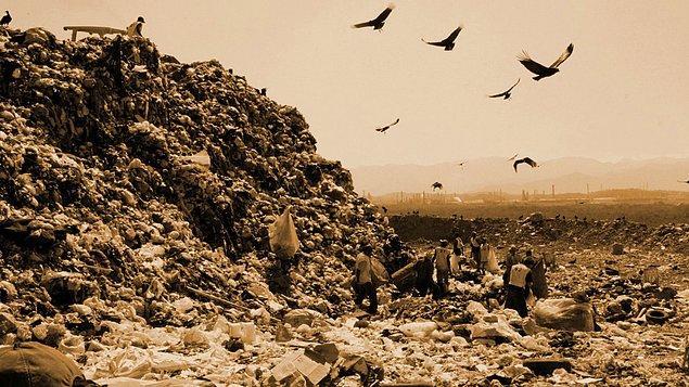 """4. """"Waste Land / Çöplük"""" (2010) IMDb: 7,9"""