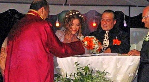 """""""Haluk Bilginer Miami'de Aşkın Nur Yengi'ye evlilik teklifi etti, yakın zamanda evleniyorlar!"""" haberleri hızla yayıldı."""
