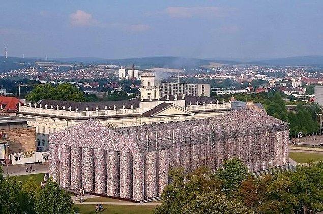 Almanya Kassel'de bulunan Kitap Partenon'u 'Documenta 14' adlı sanat festivalinin bir parçası.