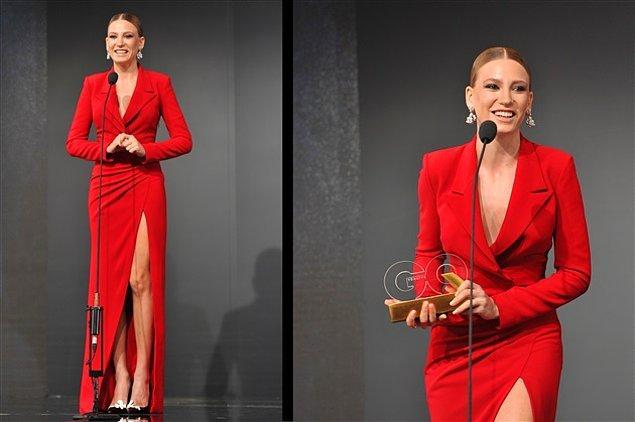 9. Güzeller güzeli Serenay Sarıkaya'nın uzun yırtmaçlı bu kırmızı elbisesi kaç puan alır dersin?