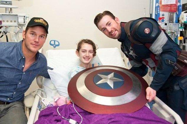 #3 #4 Chris Evans ve Chris Pratt de hasta çocukların yanında olmaya özen gösteren altın kalpli ünlülerden.